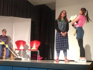 Homestories als Bewegungstheater vom Betty Reis Gymnasium