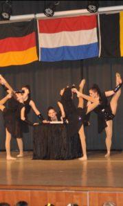 Ballett- und Tanzschule mit Run, in dem es im das jetzige Zeitalter beschäftigt wird